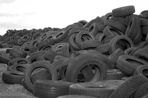 """人民日报:废旧轮胎变身""""黑色黄金"""""""