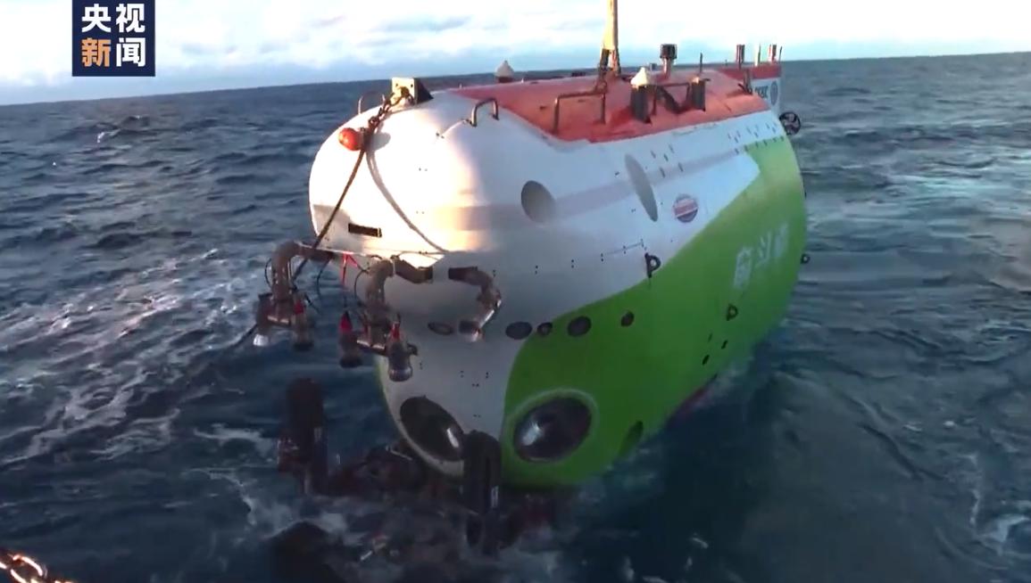 """习近平致""""奋斗者""""号全海深载人潜水器成功完成万米海试并胜利返航的贺信"""